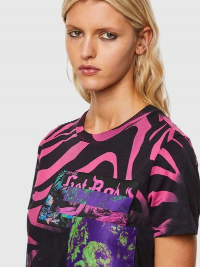 טישרט שרוול קצר, בגזרה צרה בצבע שחור, עשויה כותנת ג'רזי דק ומשובח. לאורך החולצה, הדפסים חייתיים בצבע ורוד ושלושה פאצ'ים גדולים וצבעוניים. בחלק הקדמי התחתון, שתי עגילי פירסינג להשלמת המראה הייחודי.